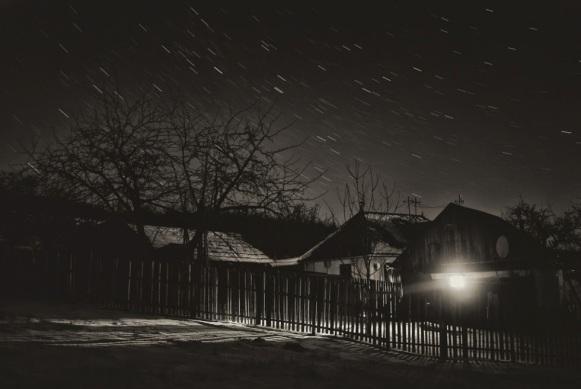 noapte-peste-sat.jpeg